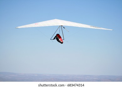 Hang gliding at Parana Valley