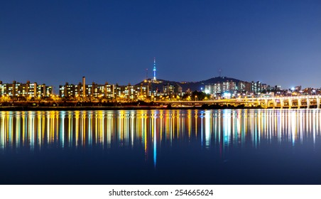 Hangang in Seoul at night