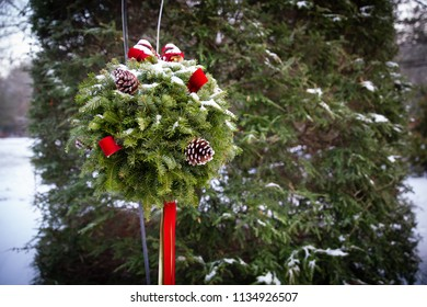 Hanging Christmas Kissing Ball