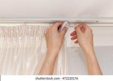 Hanging up curtain using pleat hooks