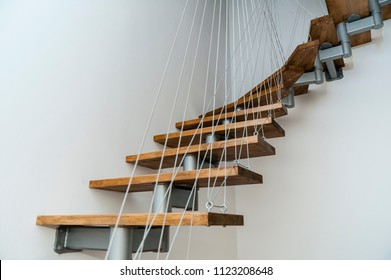 Hanging stairs/Apartment staircase made of steel and wood apparently floating.