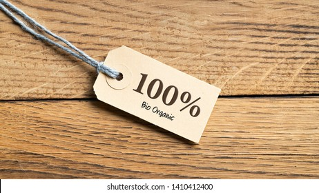 "Hangtag with title ""100% bio organic"" on wooden background"