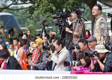 Hangzhou - November 2: international marathon, Professional photographers shooting athletes ,  on November 2, 2014 in hangzhou, China. Hangzhou marathon is one of the most important game in China