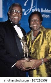 Hank Aaron and Sharon Robinson, daughter of Jackie Robinson, at Jackie Robinson Foundation Gala, NY 3/3/2003