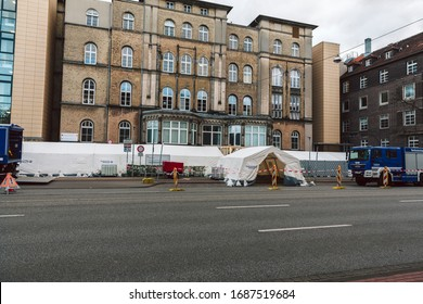 Hannover, Germany, 29.03.2020: The THW installs a medical tent outside the emergency room of the Diakovere Henriettenstift hospital in response to the COVID-19 pandemic. Cloudy sky. Wet street.