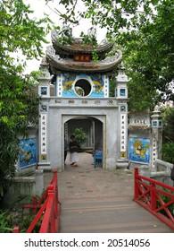 Hanoi - entry to Ho Hoan Kiem (lake of sword)