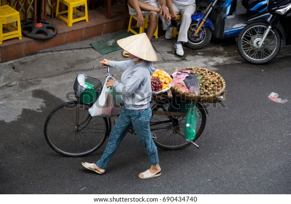Hanoi Vietnam August 6 2017 Life in Vietnam- Hanoi,Vietnam Street vendors in Hanoi's Old Quarter