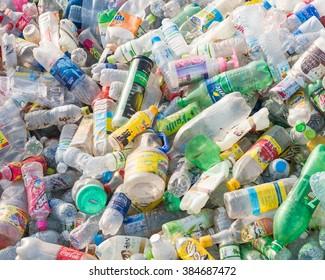 Imágenes, fotos de stock y vectores sobre Coke Bottle