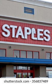 HANOVER, MD, USA - DECEMBER 31, 2015: Staples store front and logo in Hanover, MD. Staples, Inc. is a large United States-based office supply chain store