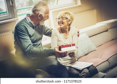 Imágenes, fotos de stock y vectores sobre Someone Gives Gift