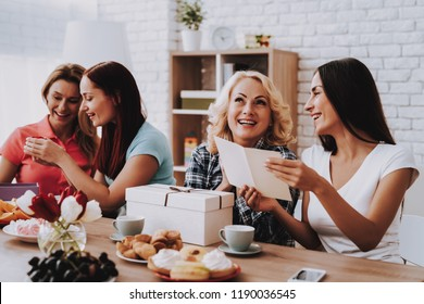 Happiness Woman with Smile. Hiloday with Friends. Springtime with Family. Springtime with Family. Holiday and Time Together. Woman and Young Girl Celebrate Happy Day 8 March. Romantic Family Day.