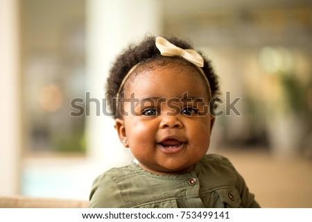 happy african american little girl の写真素材 今すぐ編集