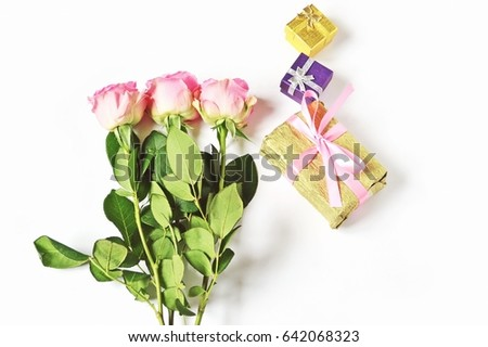 Happy Birthday Wishes Greeting Card For Woman A Bouquet Of Three Pink Roses And Golden