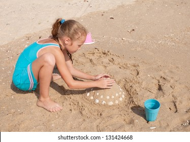 happy child playing on the beach