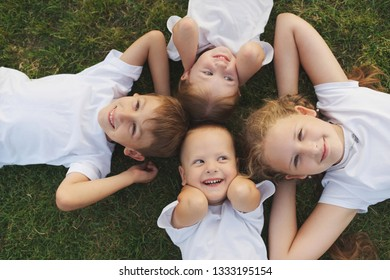 happy chiuldren lying on green grass