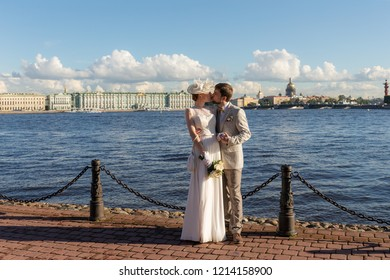 happy couple on their wedding day in Sankt-Peterburg