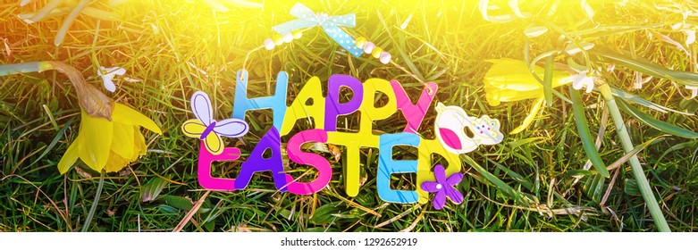 Happy easter - Text with Daffodils