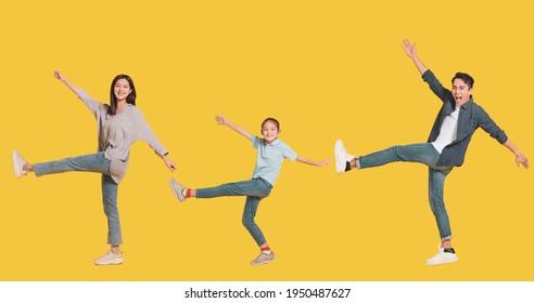 幸せな家族と子どもが歩いて楽しむ