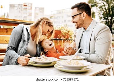 Herzlich willkommen bei der Familie in unserem Restaurant.