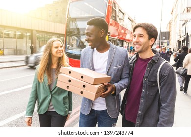 Happy friends with takeaway pizza in London - Multiracial group of best friends enjoying time together in the city and heading home with tasty food - Lifestyle and happiness, millennials culture