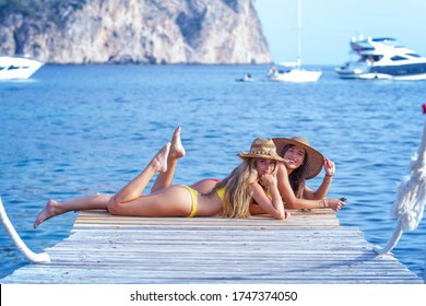 glückliche, gesunde Mädchen im Sommerurlaub