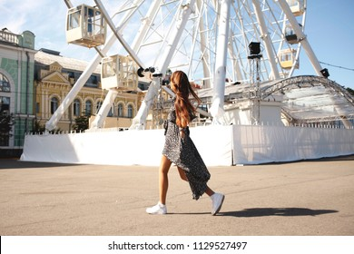 Happy hipster girl having fun on summer holiday - Cheerful student on tour at ferris wheel - Joyful teenager on summer vacation day - Concept of travel, youth and togetherness