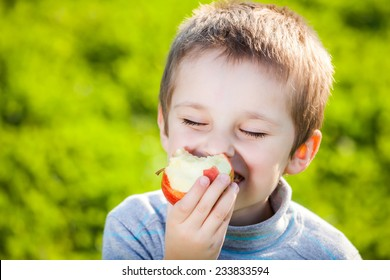 happy kid eating fruits