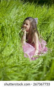 Happy little girl in the garde? playing on the grass