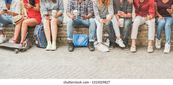 Happy millennials friends using mobile phones while drinking coffee - Young people watching videos smartphone outdoor - Youth, generation z and technology trends concept - Focus on hands mobiles