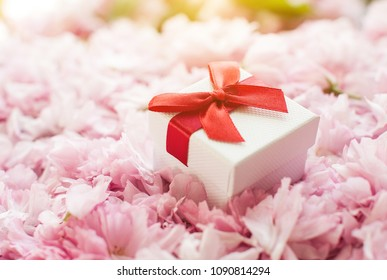 Happy Mothers Day pink and white gift