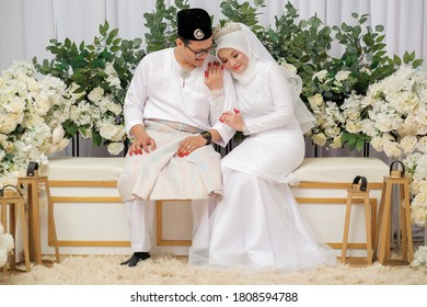 Happy Muslim wedding couple wearing Malay traditional clothing on wedding ceremony.  HAPPY  & FAMILY CONCEPT