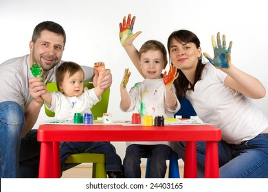 Happy parents with thier childern enjoy painting with assorted colours on hands