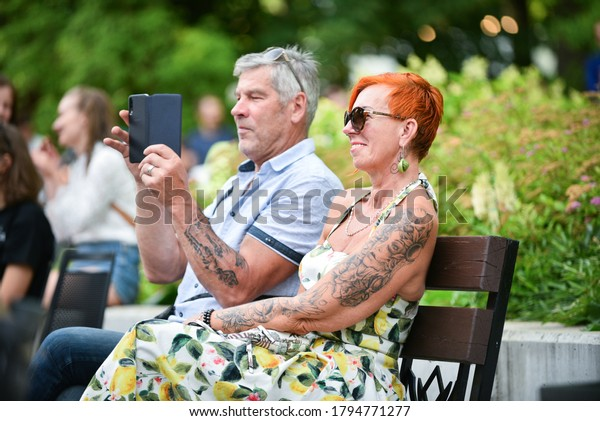 happy-people-summer-have-rest-600w-17947