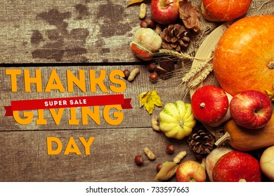 Happy thanksgiving day sale display on wooden background