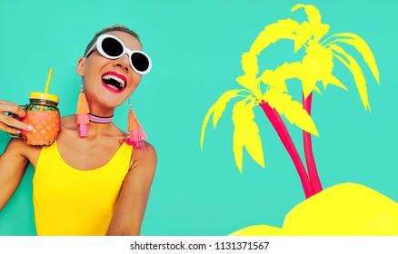 Happy vacation vibes. Model in a stylish beach look. Good Beach Mood
