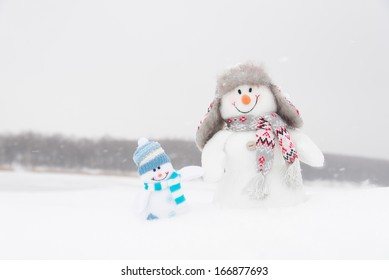 Happy winter snowmen family or friends background (copy space)