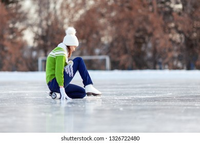 Happy woman in skates in winter, winter sport and winter entertainment concept.