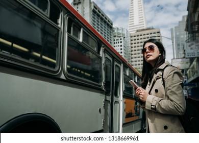 Imágenes, fotos de stock y vectores sobre Woman and Sky and City