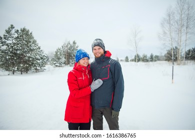 happy young couple in winter, lifestyle outdoor portrait