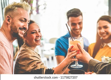Happy young couples having fun at american bar laughing and drinking cocktails - Young millennials friends doing appetizer party - Focus on barman hand - Youth, and trendy lifestyle concept