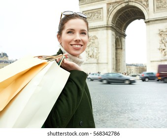 happy young woman visiting Paris. Triumphal arch. Shopping in Paris