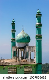 The Haputale Jumma Mosque in the provincial town Haputale in the highlands of Sri Lanka. The city has different places of worship and holy places for all religions