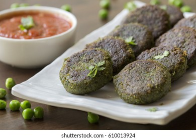 Hara bhara Kebab is a healthy & delicious Indian vegetarian snack made with spinach, potatoes and green peas.