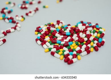 Hard gelatin capsule bunching to heart pattern