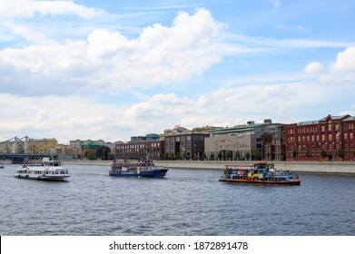 """""""Hard traffic"""": motor ships """"Luck"""", """"Franz Lefort"""", """"Soviet Union"""" in the area of Prechistenskaya embankment, Moscow, Russian Federation, August 23, 2020"""