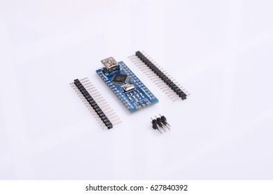 hardware computing platform for amateur construction, the main components of which is a microcontroller board