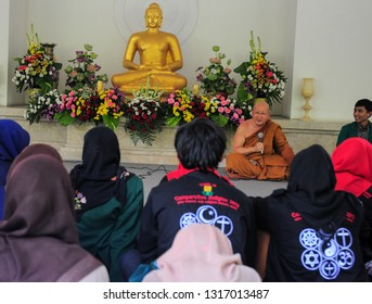 Hari Besar Waisak Magelang, Jawa Tengah-Indonesia. May, 14-2016. Monk discussion about the religion in Indonesia with Islam students in Vesak day.