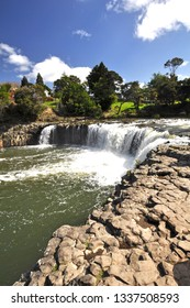 The Haruru falls, are reached by a forest path, and mangrove broadwalk from the Waitangi Treaty Grounds.