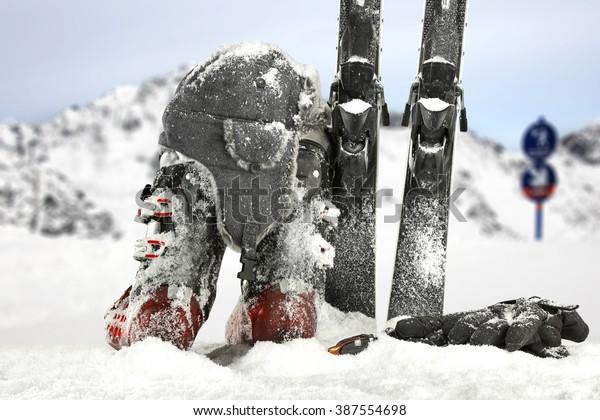 hat on ski shoes