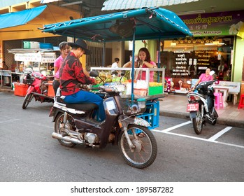 HAT YAI, THAILAND - JANUARY 7: Vendor fast food on a motorcycle serves customers in Hat Yai, Thailand, January 7, 2014. A common way of earning a living amongst local people in Thailand.